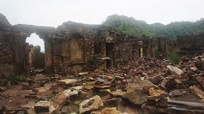 Image Source http://womenpla.net/bhangarh-fort-a-haunted-fort/