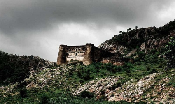 Image Source https://8055.in/bhangarh-is-one-of-the-most-haunted-village-in-india/