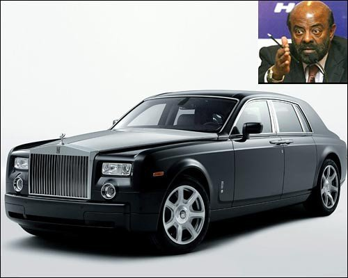 Image Source http://funbelowsun.blogspot.in/2012/06/cars-of-indian-ceos-maybach-62-mukesh.html