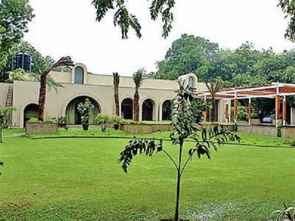 Image Source http://articles.economictimes.indiatimes.com/2013-01-15/news/36352968_1_bungalows-lbz-plots