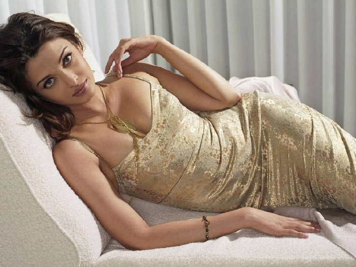 Image Source  http://page3hq.com/2015/07/10/top-unseen-hot-pictures-of-aishwarya-rai/