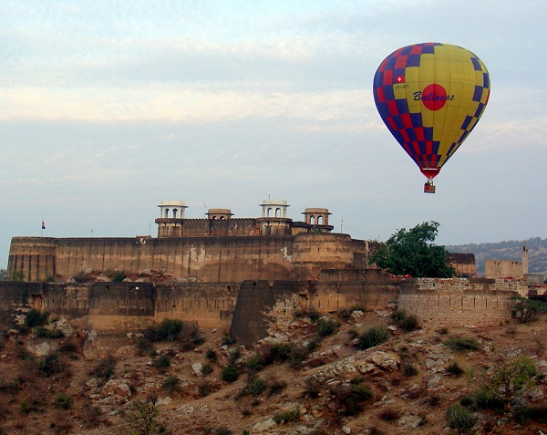 Photo Credit http://www.theitchlist.com/storiesofus/20-fun-extreme-sports-in-india-for-the-adventure-seekers/