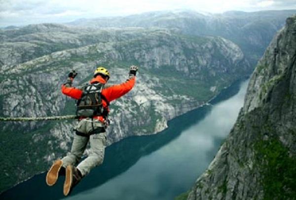 Photo Credit https://www.adventurenation.com/activity/bungee-jumping