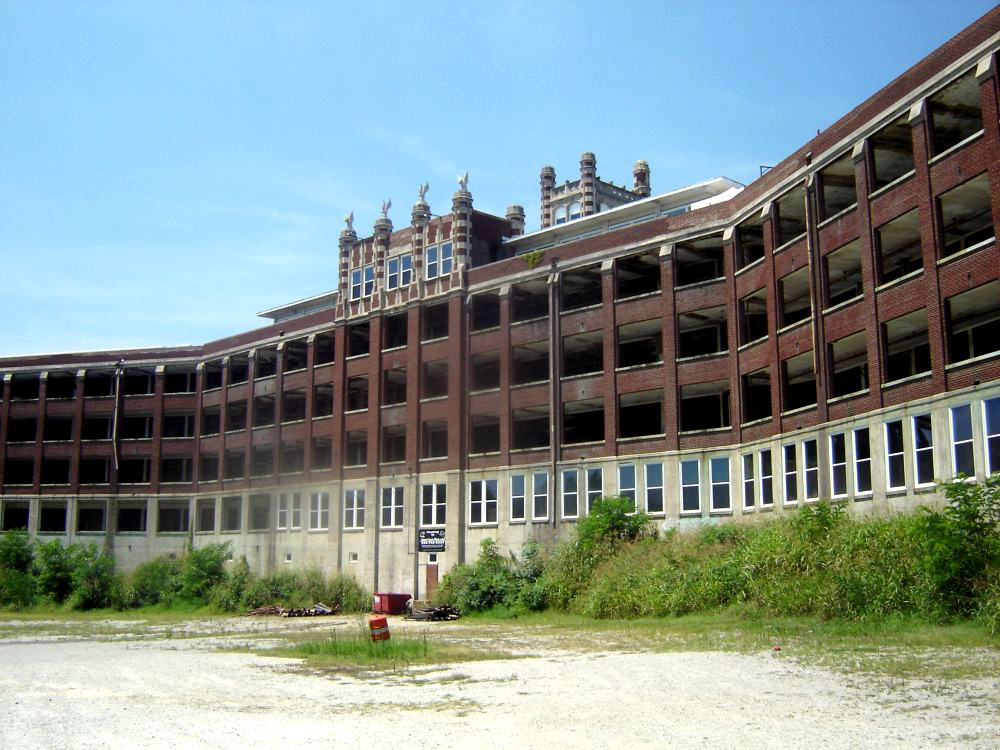 Photo Credit http://www.orangesmile.com/extreme/en/mysterious-buildings/waverly-hills-sanatorium.htm#object-gallery