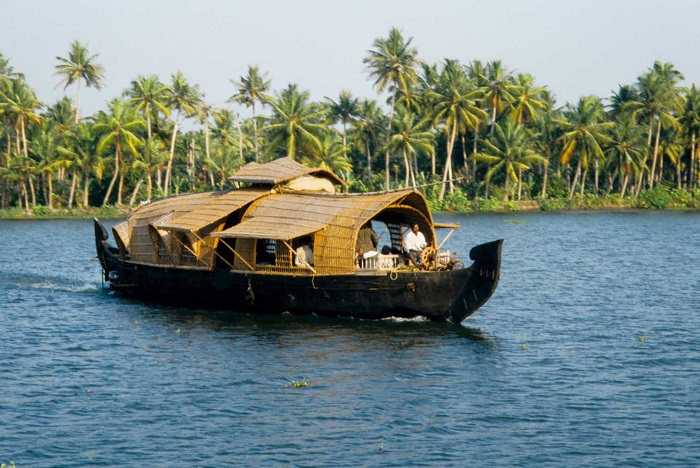 Photo Credit http://orchidtravels.in/location/kumarakom/