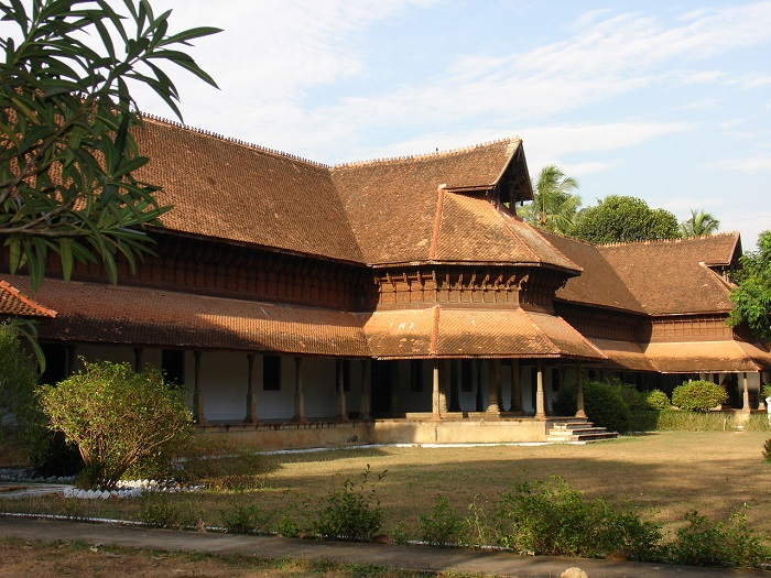 Photo Credit http://www.holidayiq.com/destinations/thiruvananthapuram/kuthiramalika-palace-photos-p10840.html