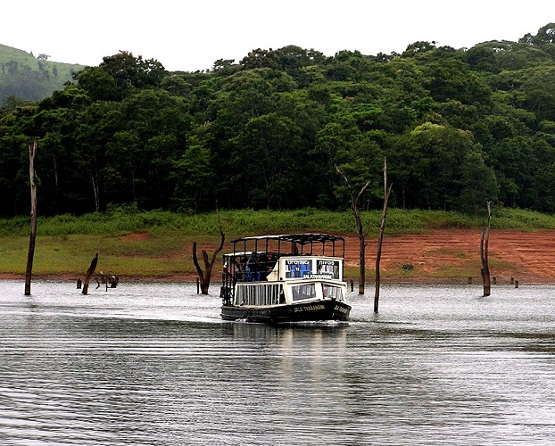 Photo Credit http://blog.sterlingholidays.com/tag/periyar-lake-boating-kerala-thekkady