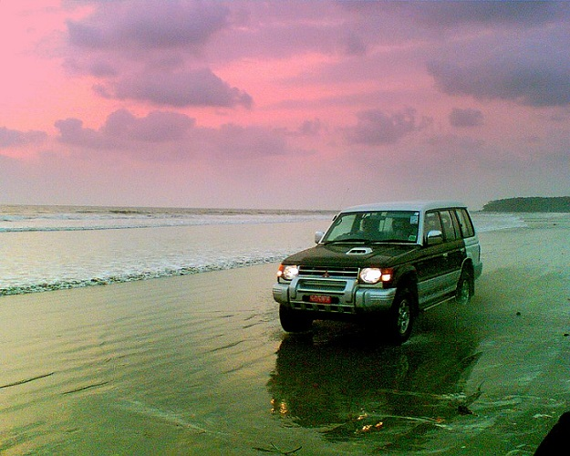 Photo Credit http://www.backtokerala.com/outdoor/drive-in-beach-muzhappilangad/