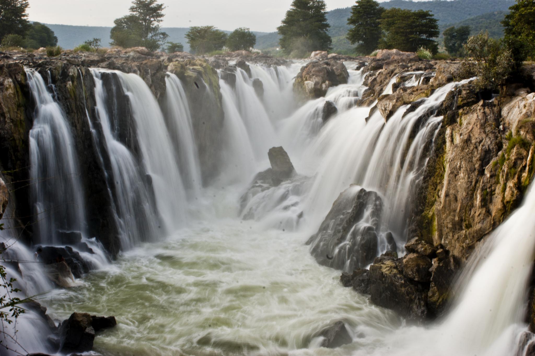Photo Credit http://commons.wikimedia.org/wiki/File:Hogenakkal_Falls_Tamil_Nadu.jpg
