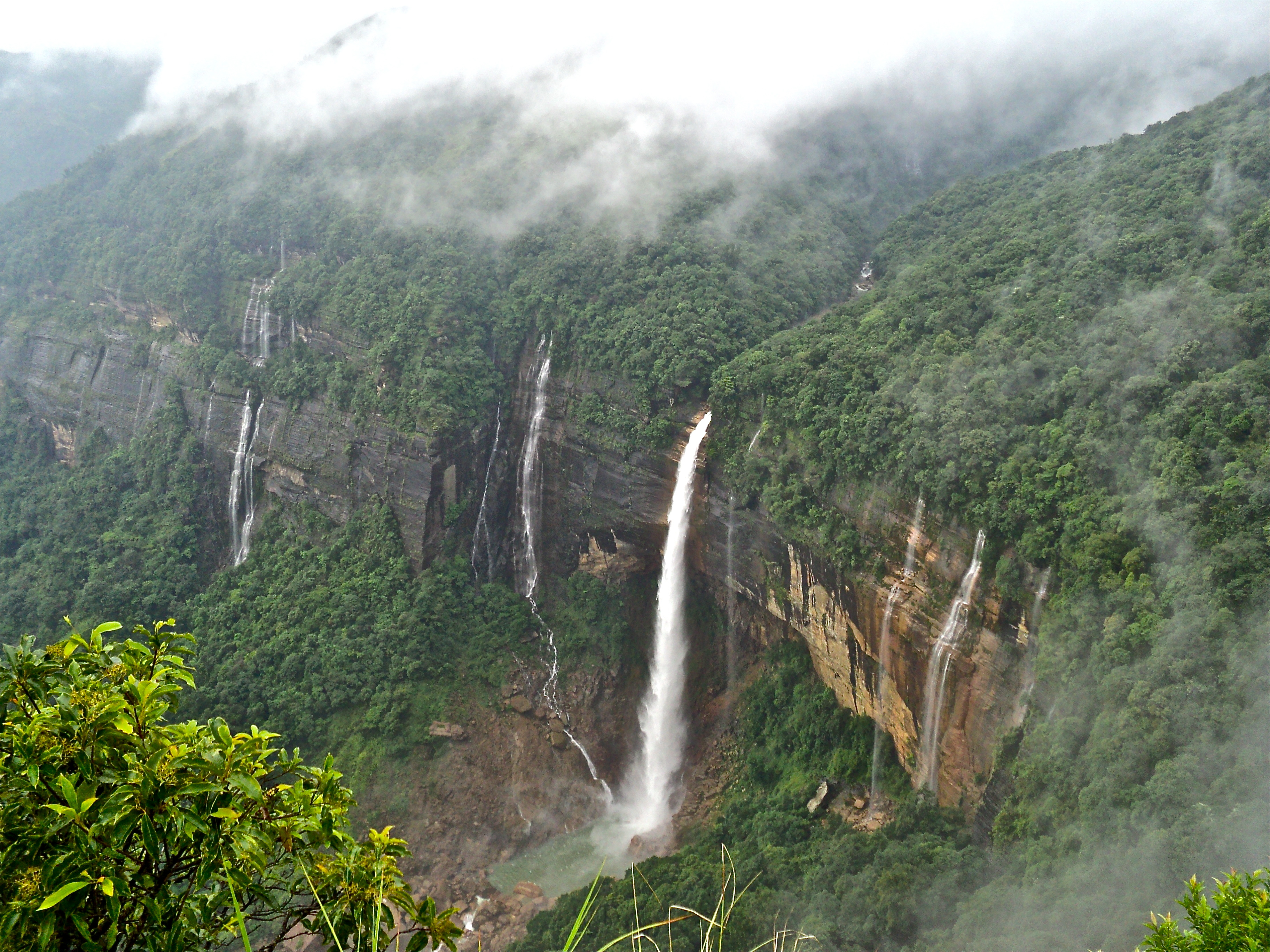 Photo Credit http://commons.wikimedia.org/wiki/File:Nohkalikai_Falls_Cherrapunji.JPG