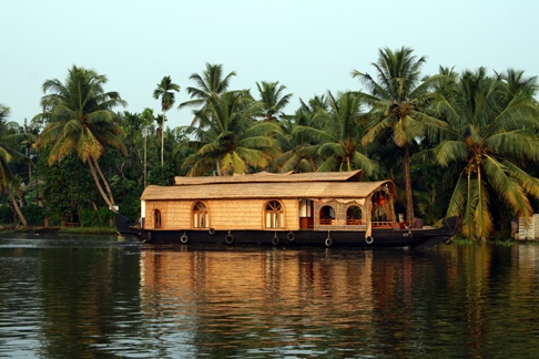 Photo Credit https://www.keralaholidays.com/SpecialOffers/04_Nights_05_Days_Kerala_Package_.htm