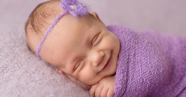 Photo Credit http://www.boredpanda.com/cute-babies-smiling-newborn-sandi-ford/