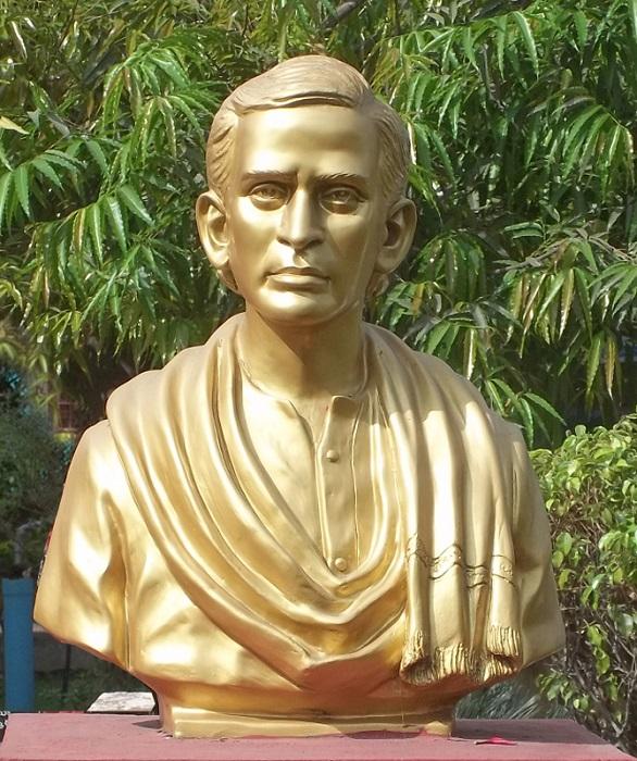 Photo Credit http://www.rajahmundry.me/Rajamahendravaram/IdealPerson.php?id=17