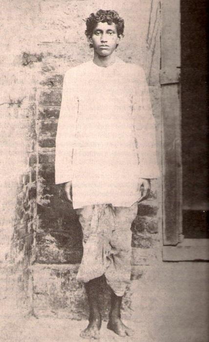 Photo Credit http://www.sriaurobindoinstitute.org/saioc/Sri_Aurobindo/alipore_bomb_case