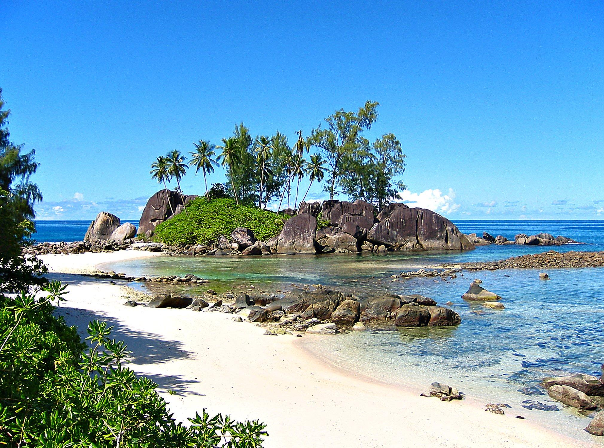 Photo Credit http://commons.wikimedia.org/wiki/File:Seychelles_-_Anse_l'Islette.jpg