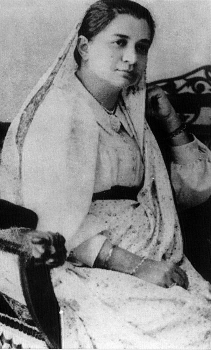 Photo Credit https://www.wikiwand.com/en/Bhikaiji_Cama