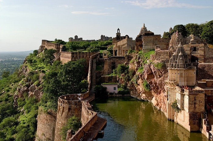 Photo Credit http://welcomenri.com/Top-News/top-10-most-beautiful-historical-forts.aspx