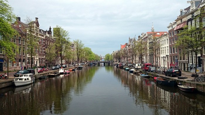 Photo Credit  http://www.visionsoftravel.org/canals-beautiful-amsterdam-netherlands/