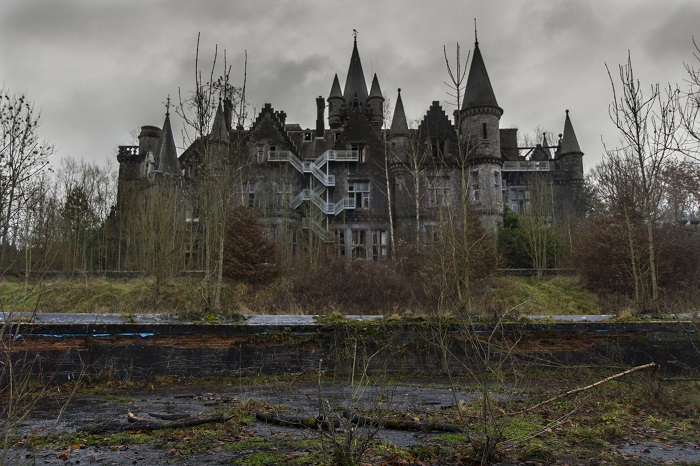 Photo Credit https://delicateurbex.wordpress.com/2013/12/08/chateau-noisy-be/