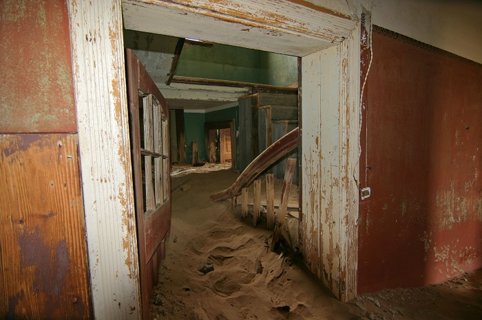 Photo Credit http://mpora.com/articles/the-10-most-hauntingly-beautiful-ghost-towns-on-the-planet#DwH6sDGqgTy1PtIX.97