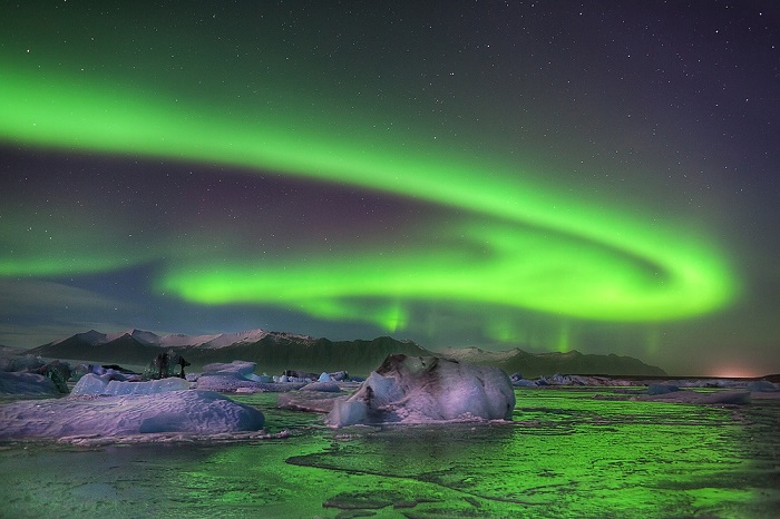 Photo credits http://www.rsvlts.com/2015/02/16/aurora-borealis-as-seen-from-iceland-53-high-quality-photos/