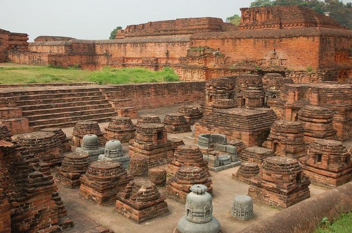 Photo Credit http://arounddeglobe.com/nalanda-first-residential-university-world/