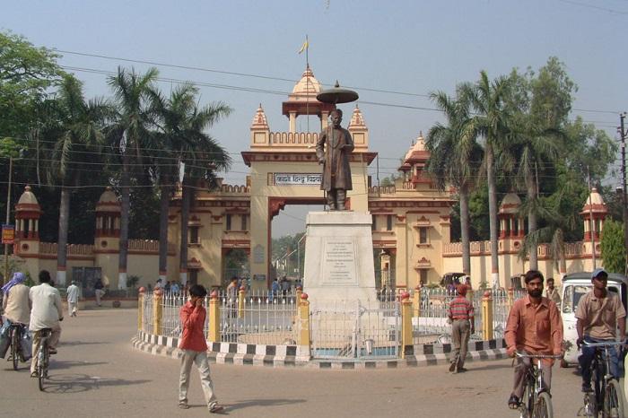 Photo Credit https://rajnishmishravns.wordpress.com/2013/05/20/banaras-hindu-university-and-i/