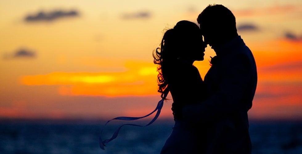 Photo Credit: http://www.thegoldenscope.com/2015/02/worlds-most-romantic-restaurants/couple-sunset-silhouette-caribbean-beach-wedding/