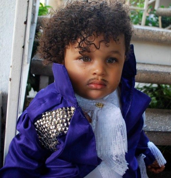 Photo Credit http://www.opposingviews.com/i/gallery/entertainment/17-kids-wearing-inappropriate-hilarious-halloween-costumes