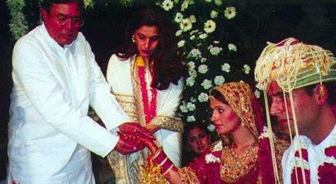 Photo Credit: http://daily.bhaskar.com/news/ENT-mrs-4911510-PHO.html?seq=18
