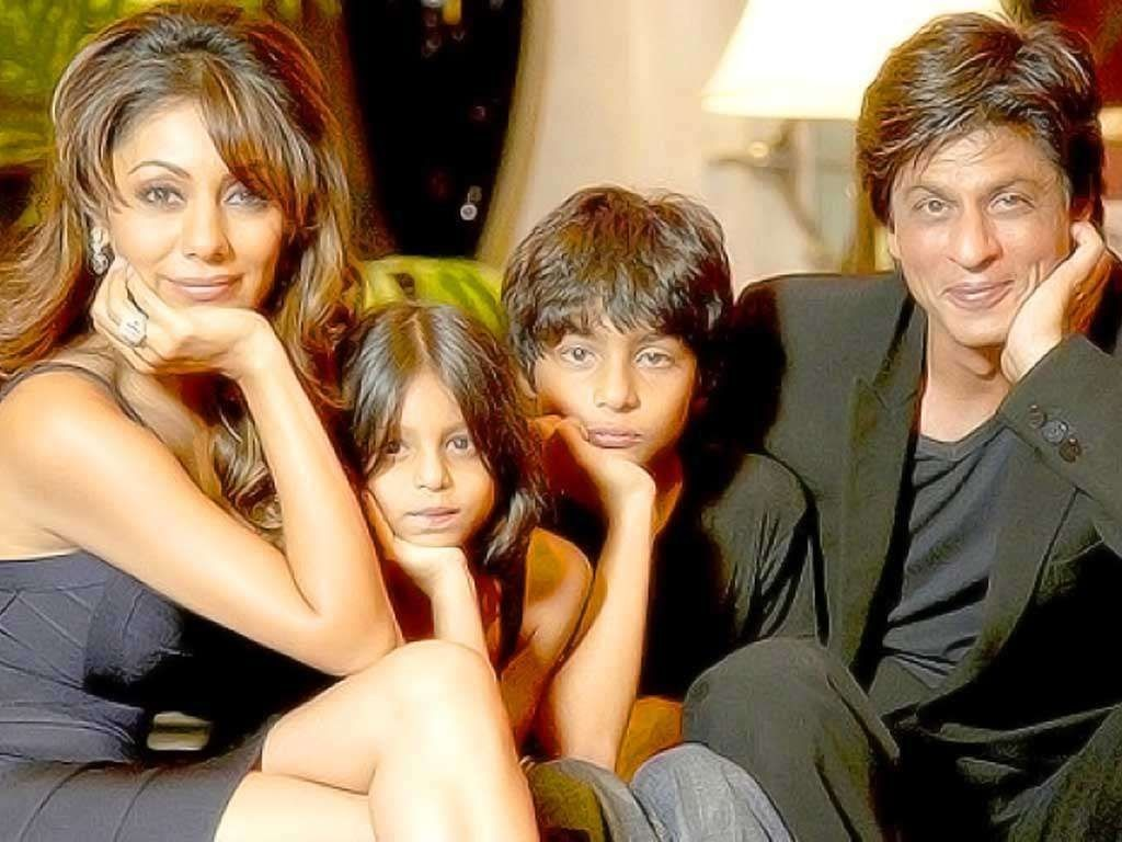 Photo Credit: http://www.lightscamerabollywood.com/shah-rukh-khan-family-pics-with-mother-lateef-fatima-wife-gauri-and-son-aryan/