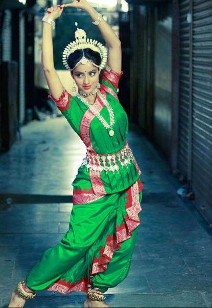 Photo Credit 10: http://www.pinkvilla.com/tv/scoops/350213/wow-sandhya-aka-deepika-looks-so-graceful-her-odissi-posture