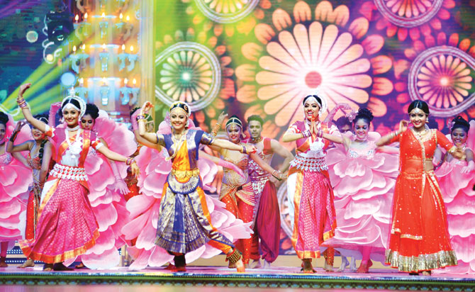 Photo Credit 9: http://www.mid-day.com/articles/heres-what-transpired-at-the-star-parivaar-awards-2016/17188158