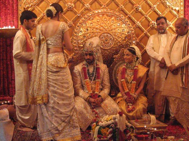 Photo Credit http://wonderfulmumbai.com/wp-content/uploads/2012/04/Aishwarya_Wedding_2.jpg