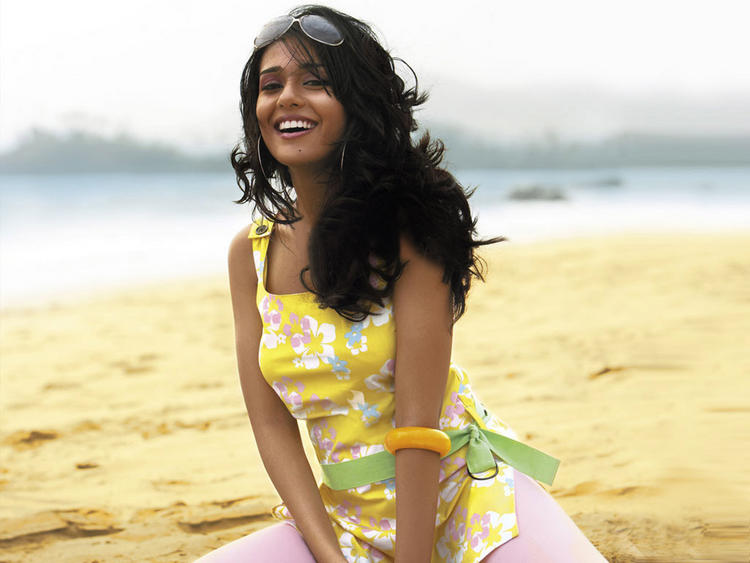 Photo Credit: http://www.memsaab.com/gallery/cute-amrita-rao-latest-stillsphotos