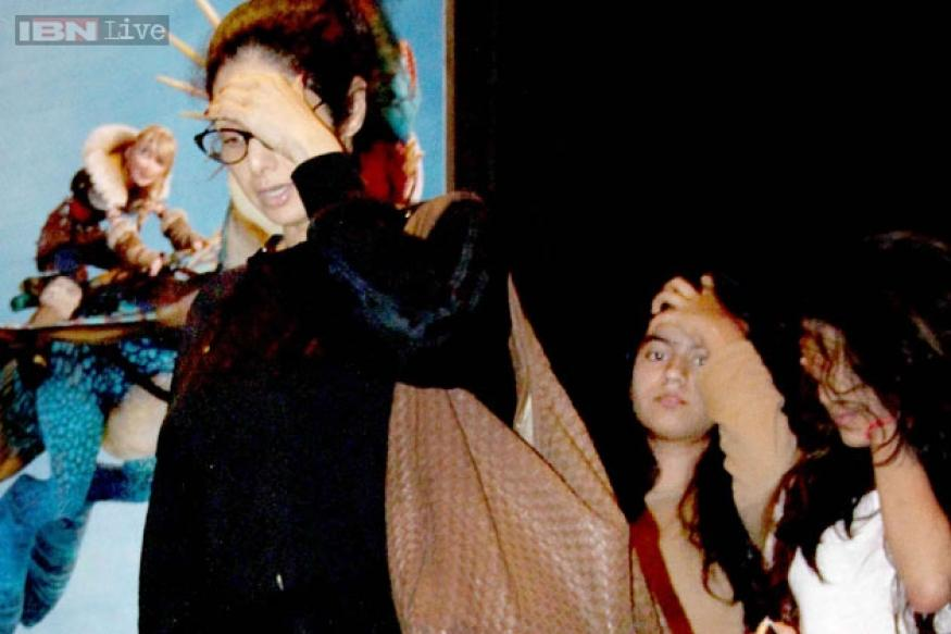 Photo Credit: http://www.news18.com/newstopics/jhanvi-kapoor.html