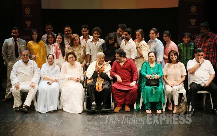 Photo Credit http://indianexpress.com/photos/entertainment-gallery/family-friends-with-shashi-kapoor-as-he-receives-dada-saheb-phalke-award/