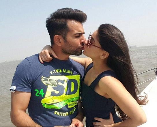 Jay Bhanushali & Mahhi Vij Kiss