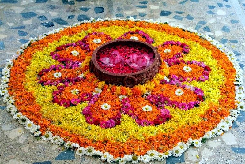 Photo Credit: http://4.bp.blogspot.com/--YJ42lQqb1U/VD1eZ56Vw5I/AAAAAAAAAsQ/m2tNiG1rxI4/s1600/rangoli-designs-with-flowers.jpg