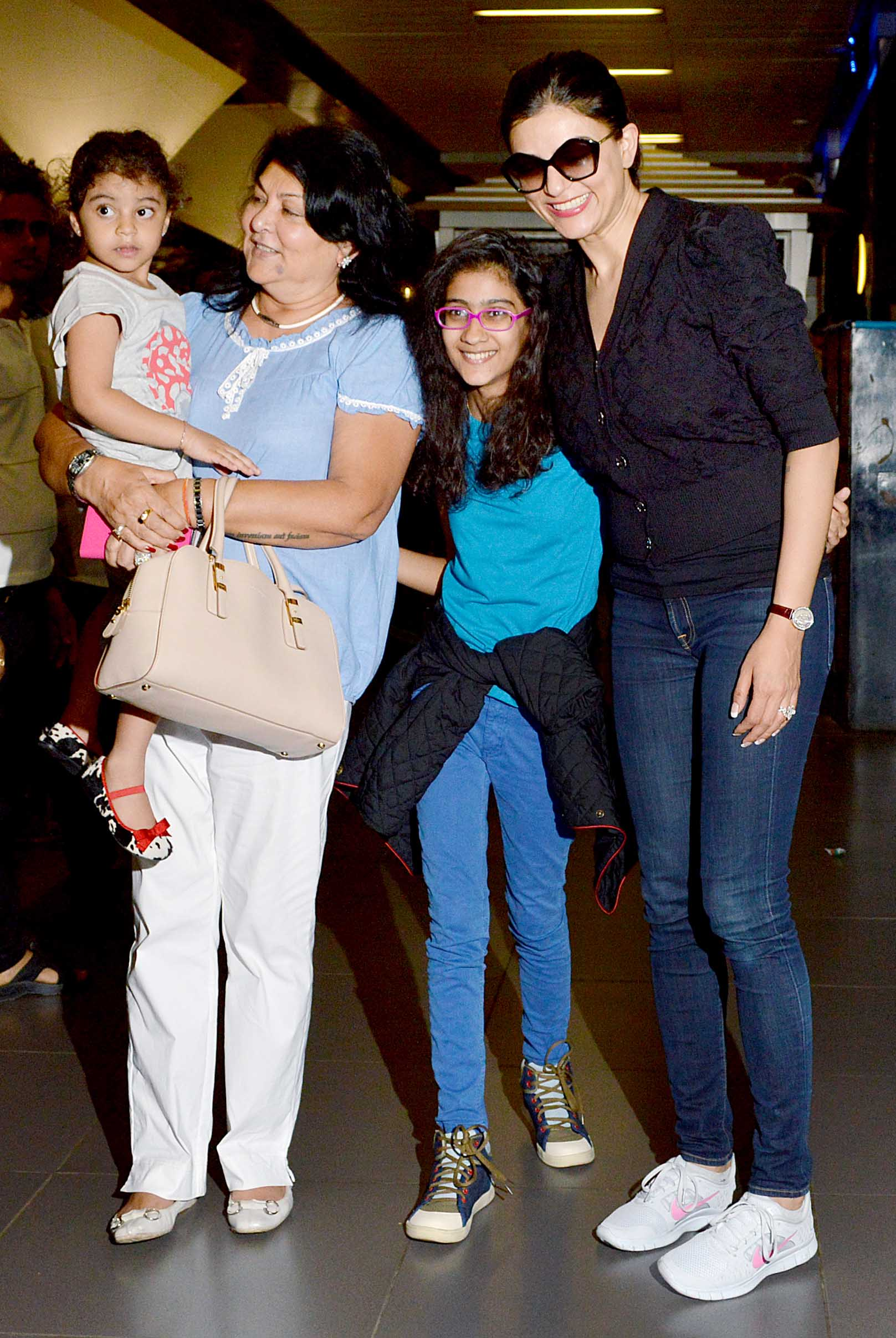 sushmita-sen-snapped-with-daughters